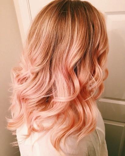 Клубничный блонд с розовым оттенком фото