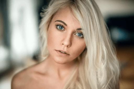 Обладательницы серо-голубых глаз